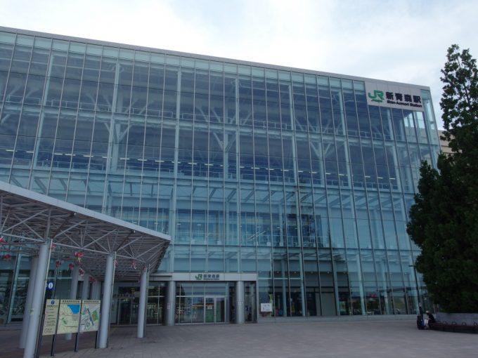 夏の新青森駅