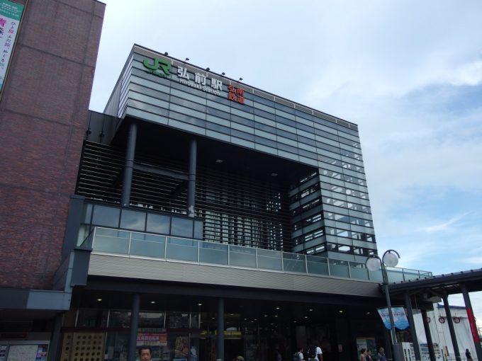 夏の弘前駅
