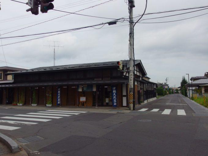 弘前ねぷた村前の歴史ある建物