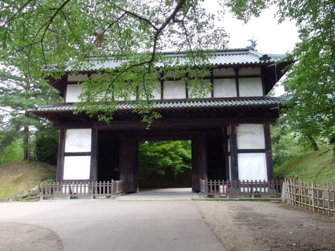 弘前城の門