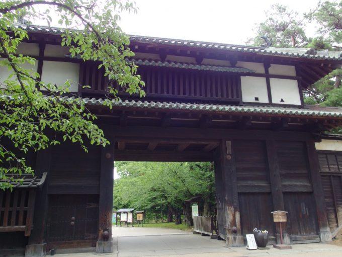 弘前城追手門