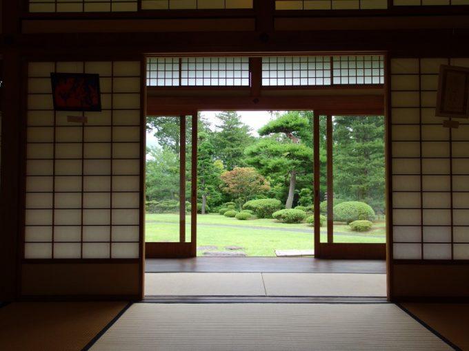 弘前藤田記念庭園和室より庭を望む
