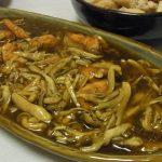 秋鮭のきのこオイスターあんかけ・手羽中と栃尾揚げの煮物