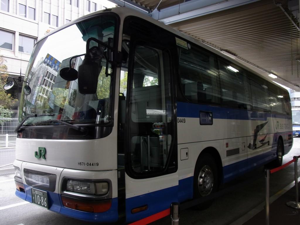 旧新宿バスターミナル停車中のJRバス東北仙台・新宿号