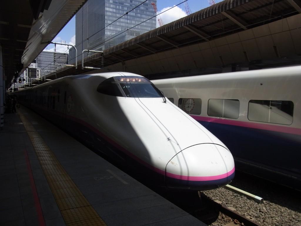東京駅はやて号夏の東北へ一直線