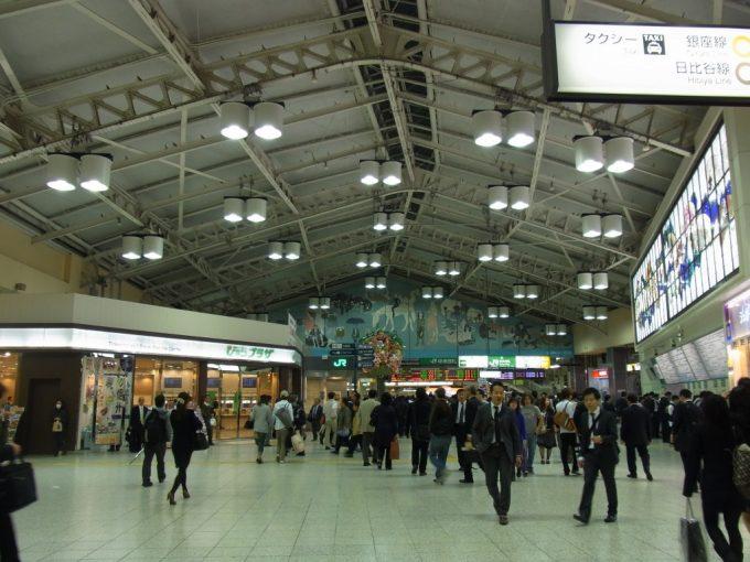 多くの人々の想いを受け止めてきた上野駅コンコース