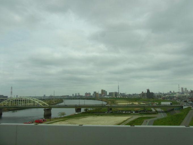 高速バス車窓から東京スカイツリーにさようなら