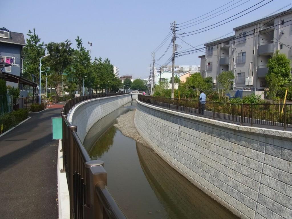 護岸がリニューアルされた神田川