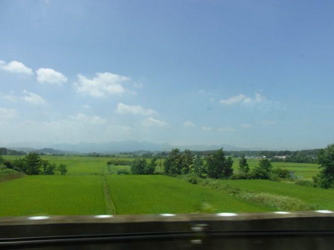東北新幹線夏が溢れる車窓