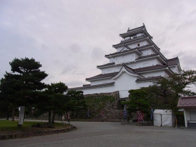 秋の会津若松夕方の鶴ヶ城