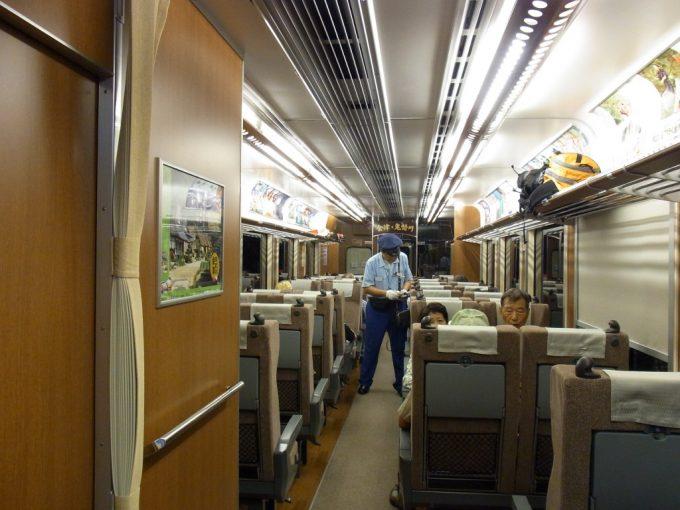 リクライニングシートが並ぶ会津鉄道AIZUマウントエクスプレス