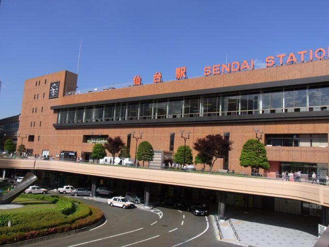 梅雨晴れの仙台駅