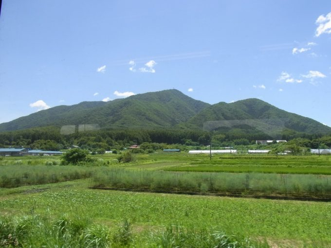 会津鉄道車窓に広がる夏の田園風景