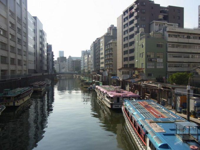 神田川浅草橋ビルと屋形船