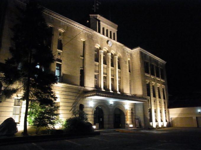 ライトアップされた歴史ある会津若松市役所