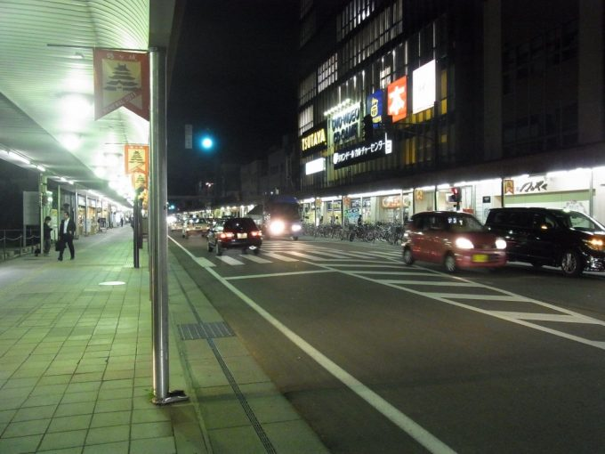 ほろ酔いで歩く夜の会津若松の街
