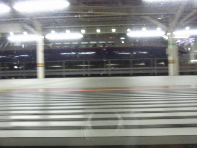 サンライズは出雲をめざし東京駅を出発