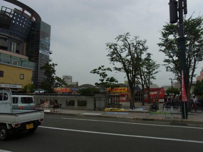 ねぷたを控え活気づく弘前の街