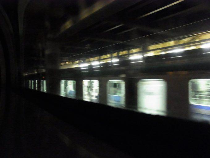 あけぼの号音も無く静かに上野駅発車