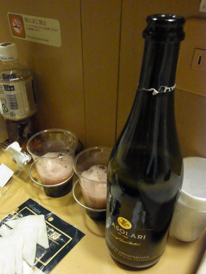 サンライズ出雲赤のスパークリングワインで乾杯