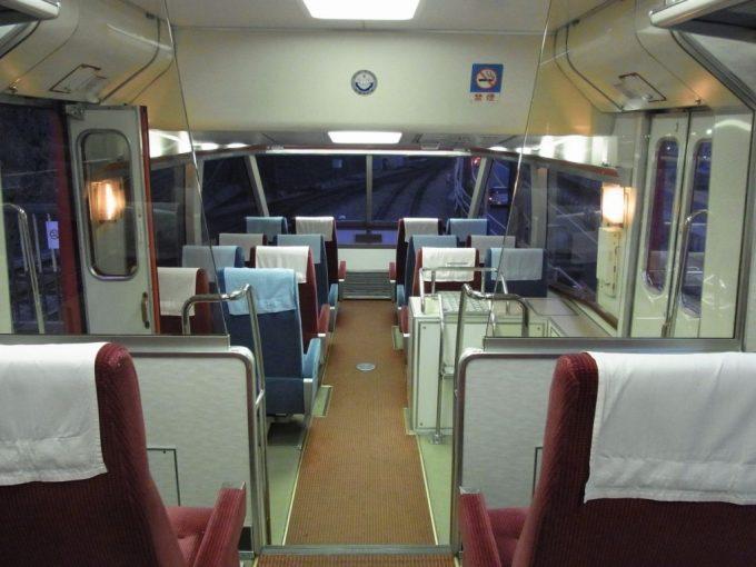 ハイデッカー構造の小田急ロマンスカーHiSE10000形