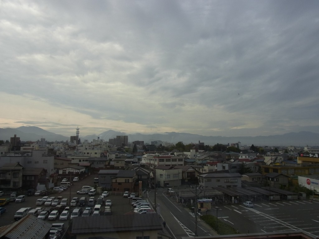 会津若松曇り空の朝