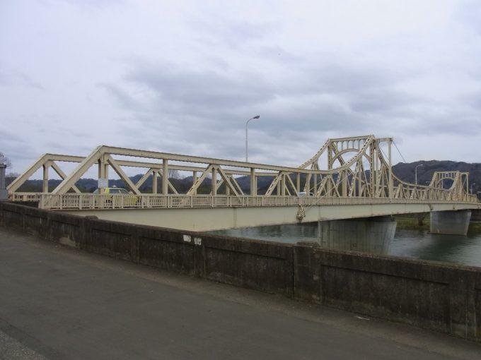 トラスが美しい北上川珊瑚橋