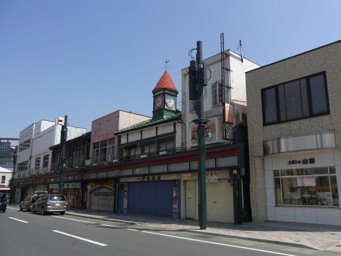 弘前の商店街と時計塔