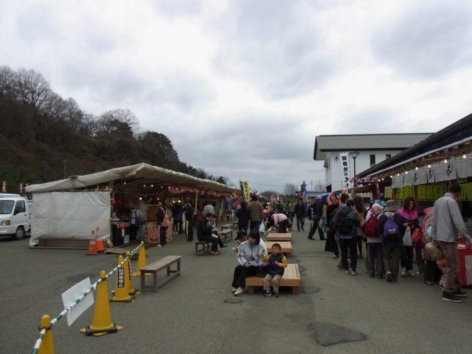 多くの出店が並ぶ北上展勝地桜祭り