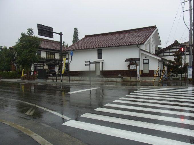 雨の喜多方蔵のたくさんある街