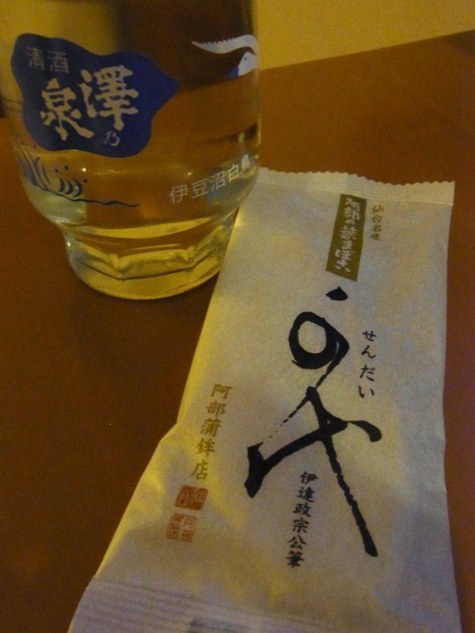 澤乃泉ワンカップと笹かまを楽しむ仙台の夜