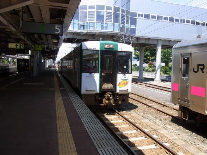新庄駅陸羽西線キハ110