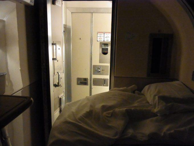 寝台特急あけぼの号B寝台ソロ上段寝る準備