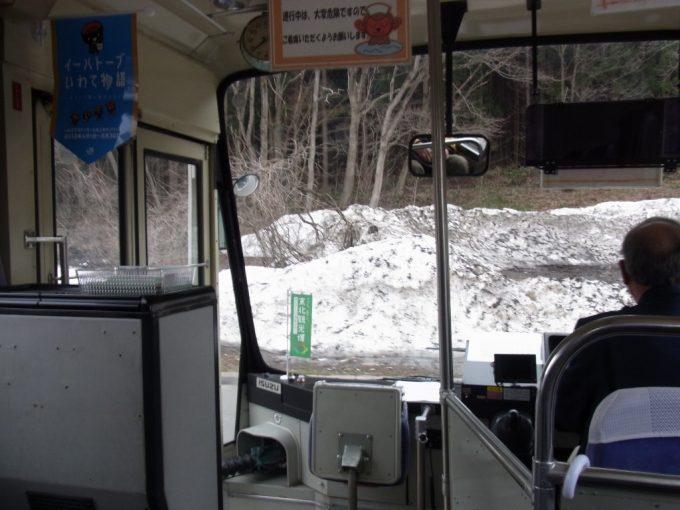 花巻南温泉峡無料送迎バス車窓から眺める残雪