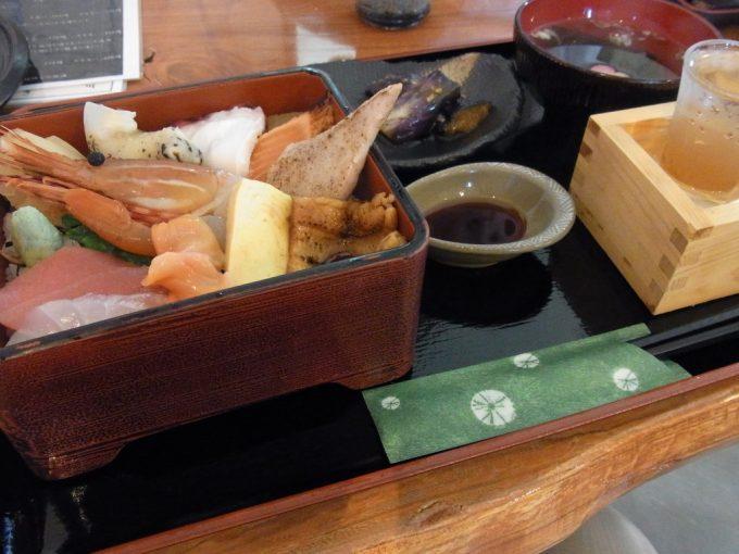 塩竈元気工房絆の館海鮮丼ともっきり