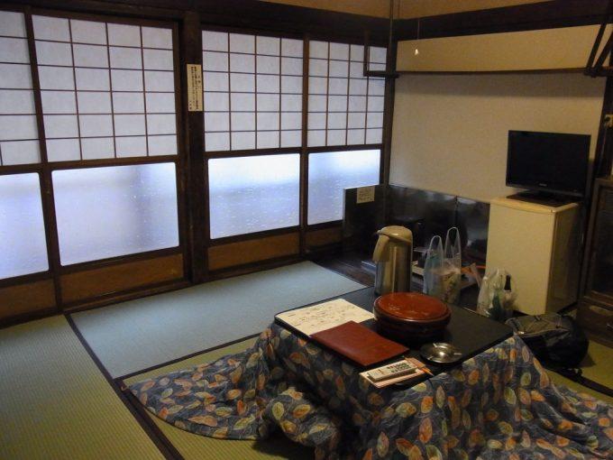 大沢温泉自炊部障子で仕切られた客室