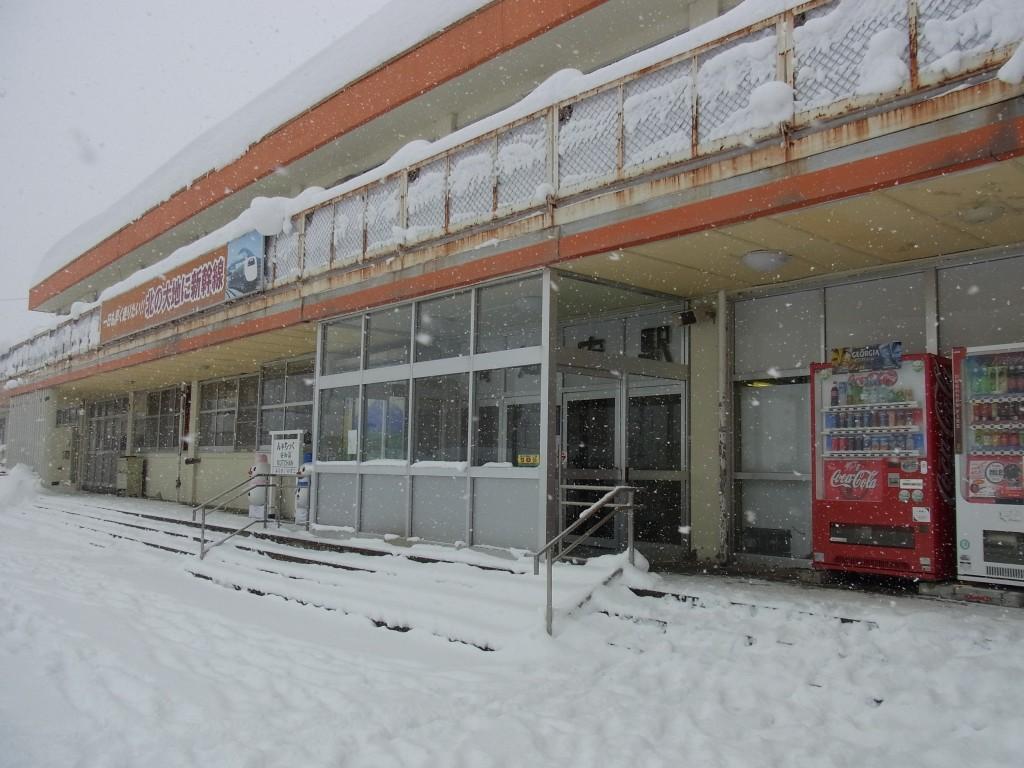雪の倶知安駅
