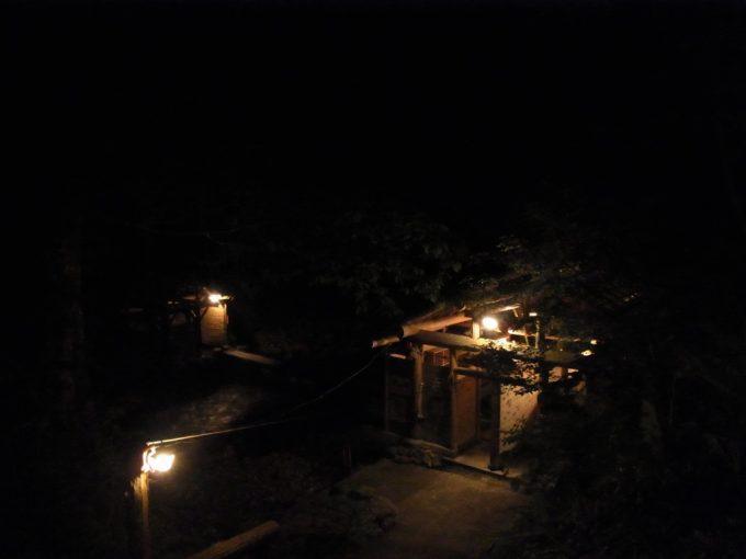 闇夜に佇む夏油の露天風呂