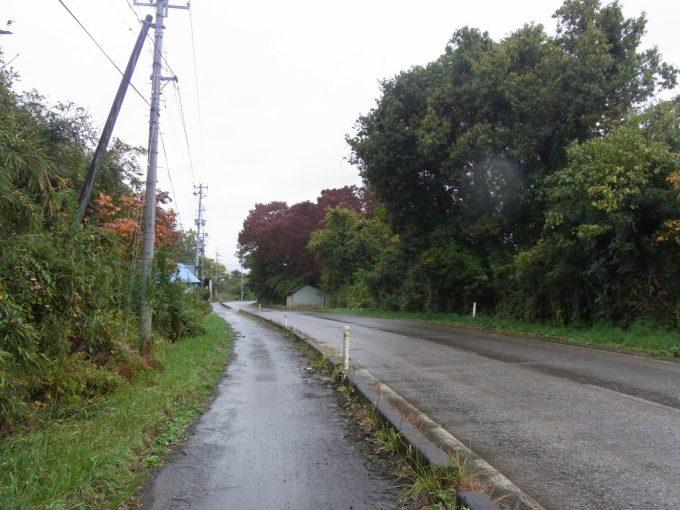 紅葉に彩られた道を熱塩方面へ