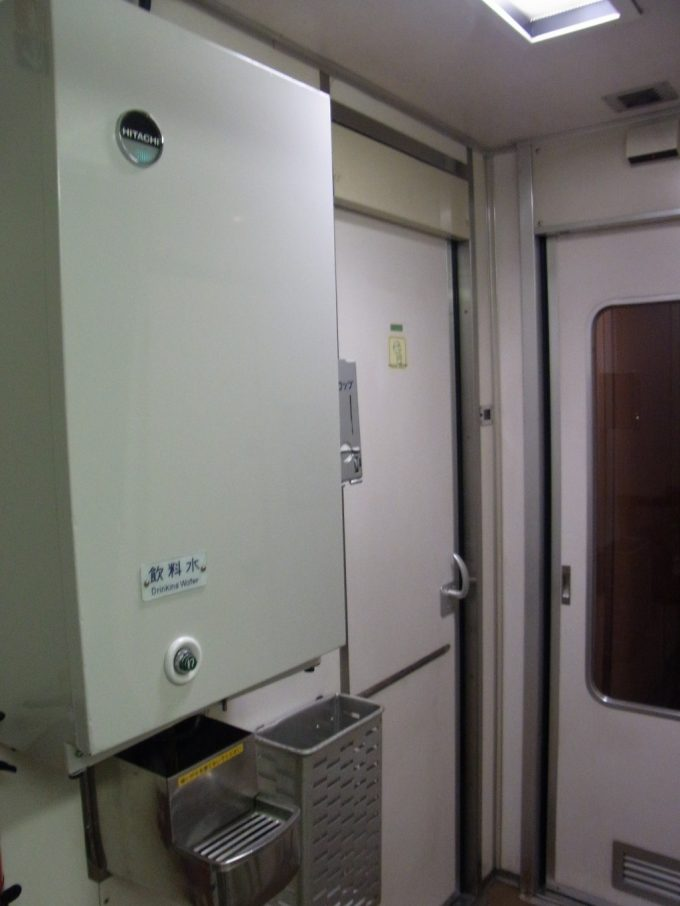 国鉄型24系25型客車懐かしいデッキの冷水器