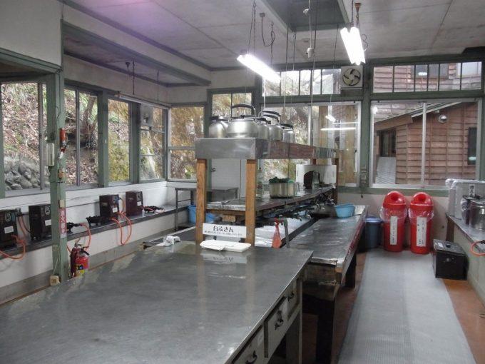 大沢温泉自炊部きれいに整頓された炊事場