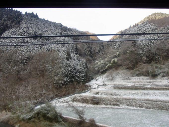 サンライズ出雲車窓に広がる雪景色