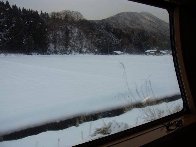 サンライズ出雲白銀に染まる冬の山陰