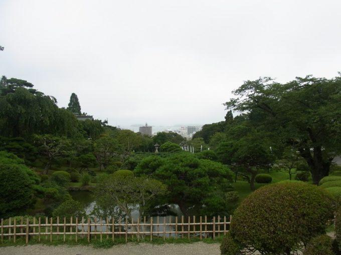 志波彦神社前から望む塩竈の街と海