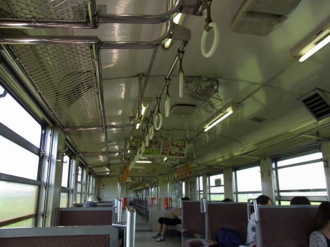 石巻線キハ48非冷房の扇風機が回る車内