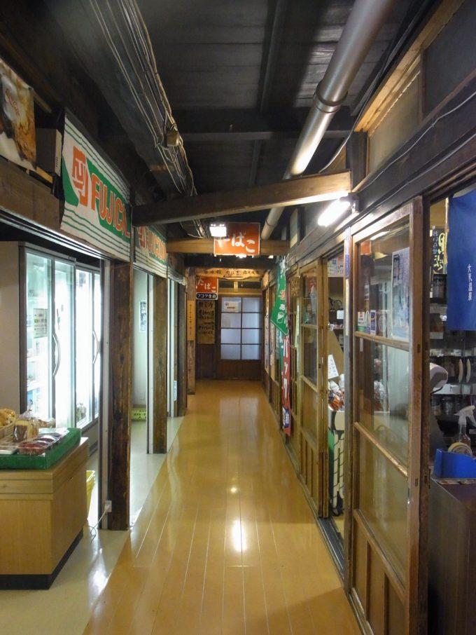 花巻南温泉峡大沢温泉自炊部味のある廊下と売店
