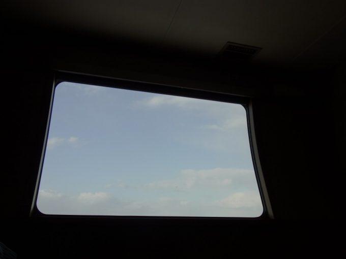 サンライズ出雲寝ころびながら眺める冬の山陰朝の空