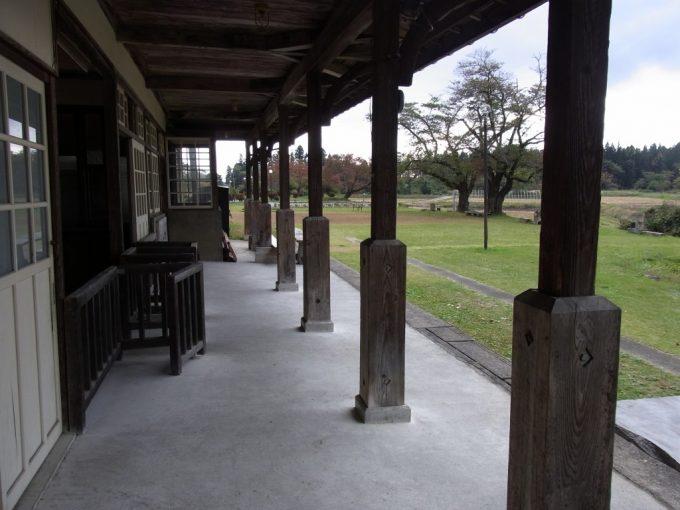 日中線記念館旧熱塩駅現役当時の雰囲気を残すホーム