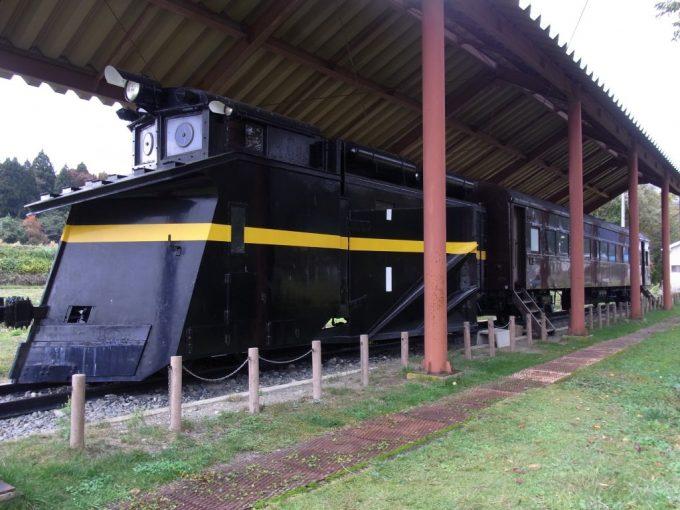 日中線記念館旧熱塩駅除雪車と旧型客車