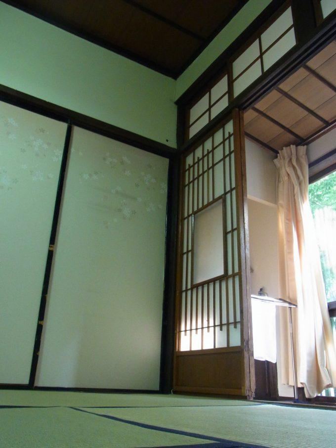 畳の感触が心地いい鉛温泉藤三旅館自炊部での午後